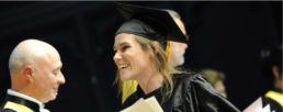 Etudiante du Master neuropsychologie recevant son diplôme