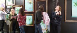 oeuvre d'arts des étudiants exposées par le campus créatif de la catho